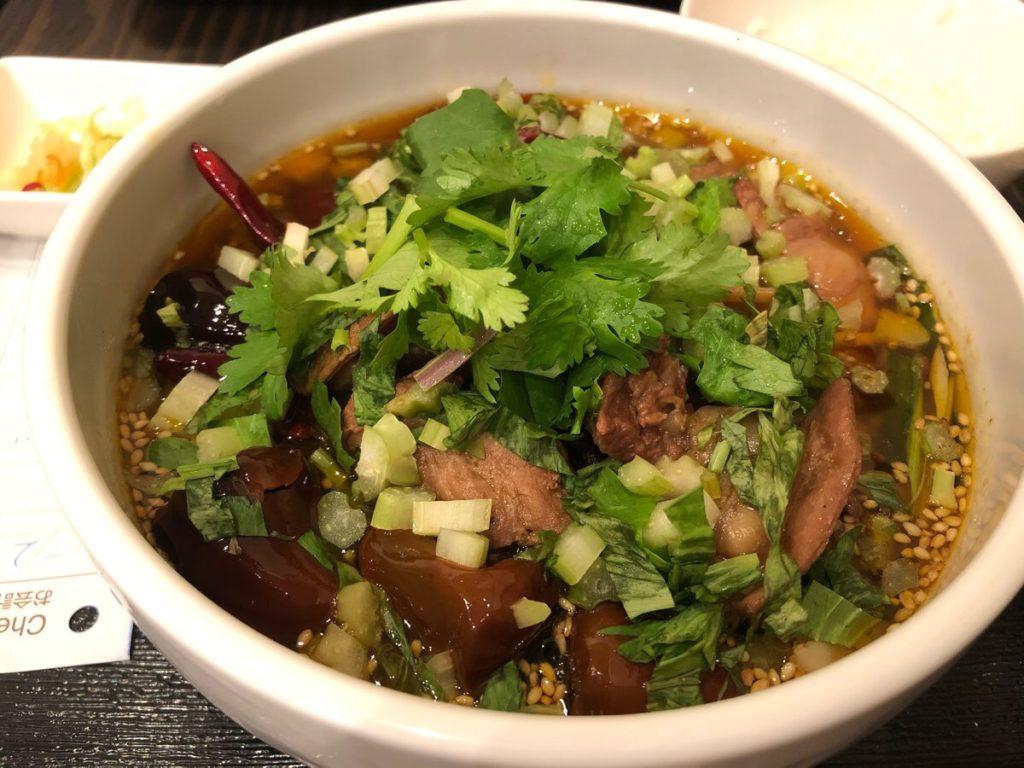 郷村居の牛肉麺